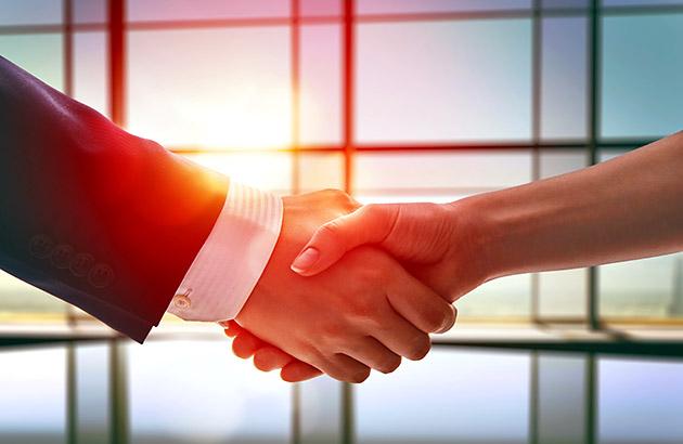 什么时候停止谈判——一个男人和一个女人握手