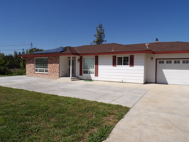4 bedrooms, 2 bath North Merced Home near Lake Yosemite. Close to UC Merced, College and shopping. Home on Well water and Septic tank. Approx. 1 acre with horse corrals. New Paint 1 year lease required. Tenant responsible for all utilities No Section 8.