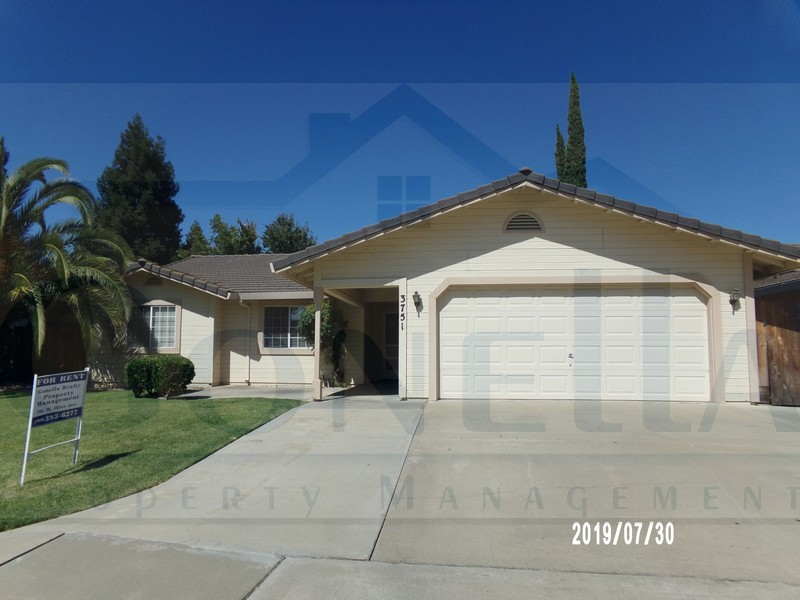 Rent $1350 Deposit $1350  3751 Quail Ave (E Yosemite Ave, Left on Quail) 1758 sf, Living room with fireplace,  kitchen with dinette, blinds throughout, laundry hook ups, storage shed, covered patio 2 car garage. Yard Care included. Washer/Dryer and Microwave included. No pets.  Credit Check required = $20 processing fee per applicant (Payable by cashiers' check or money order) All tenants are required to obtain renters insurance of at least 50K prior to signing lease. FOR MORE INFORMATION – CALL GONELLA PROPERTY MANAGEMENT AT (209)383-6277!  Gonella Property Management DRE#01103054