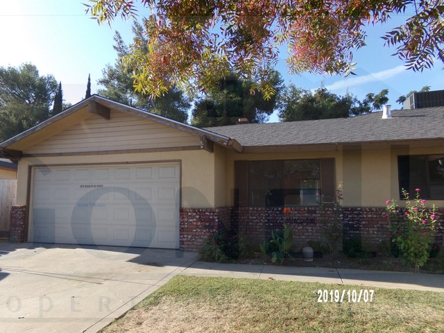 Rent $1275 Deposit $1275  140 Juniper-Atwater (Head west on W Olive Ave, continue onto Santa Fe Dr, Left on Ave Two, continue onto Juniper) 1960sf, living room, with fireplace, family room, kitchen with dinette, ceiling fans and new carpet. No pets.  Credit Check required = $20 processing fee per applicant (Payable by cashiers' check or money order) All tenants are required to obtain renters insurance of at least 50K prior to signing lease. FOR MORE INFORMATION – CALL GONELLA PROPERTY MANAGEMENT AT (209)383-6277!  Gonella Property Management DRE#01103054