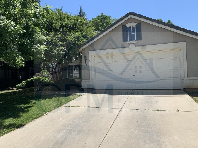 2124 Pinehurst (W Olive Ave, E Olive Ave, left on McKee, Right on Silverado. Right on Cypress Pint Dr, Left on Pinehurst) 1434 sq ft, Kitchen, living room with fireplace, landscaped front and back, laundry hook ups attached garage. No Pets!  1 year lease