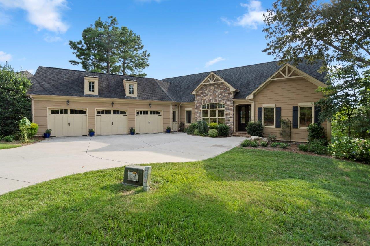 On the Course at Verdict Ridge. Enjoy your views in this beautiful custom well planned 4 bedroom, 4.5 baths, open floor plan and basement entertaining wet bar.  This one will not last so schedule your preview today.