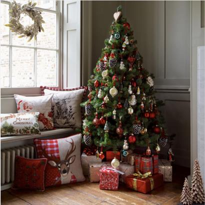 The 7 Do's of Holiday Decorating When Your Home Is for Sale