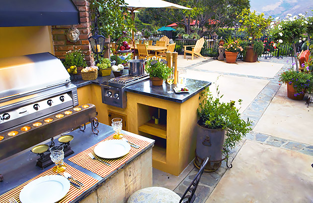 Backyard Outdoor Kitchen