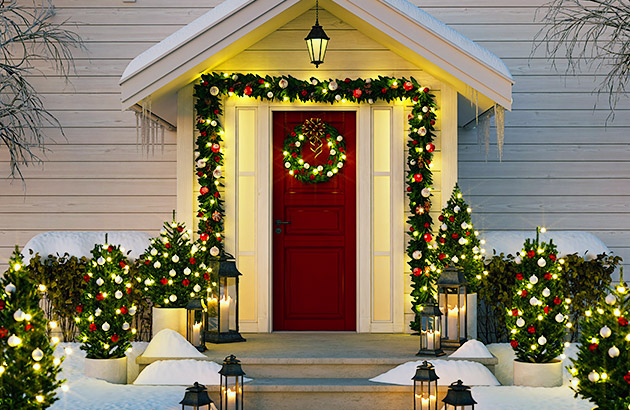 A beautiful exterior home decorated for the Holidays